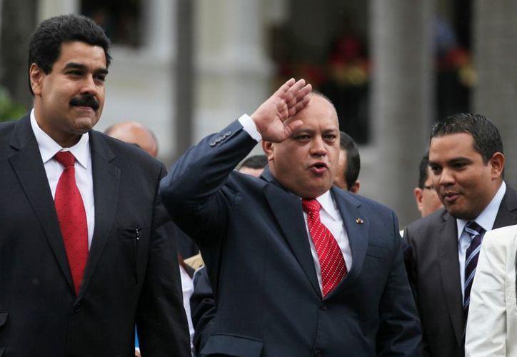 """""""Nosotros los chavistas hacemos lo que el pueblo diga"""", dijo Cabello (centro). (Agencias)"""