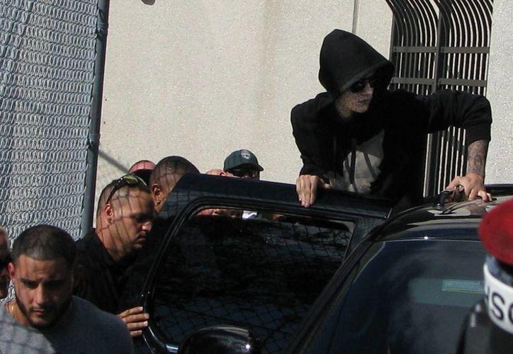 Justin Bieber fue puesto en libertad a las pocas horas tras comparecer ante el juez por videoconferencia y pagar la fianza. (EFE)