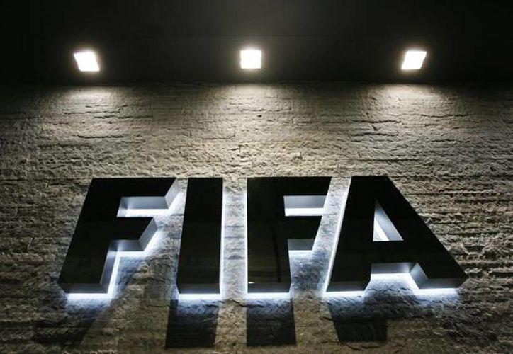 FIFA se pregunta: después de todo lo que ha avanzado el futbol ¿todavía tiene sentido la regla del gol como visitante? (AP)
