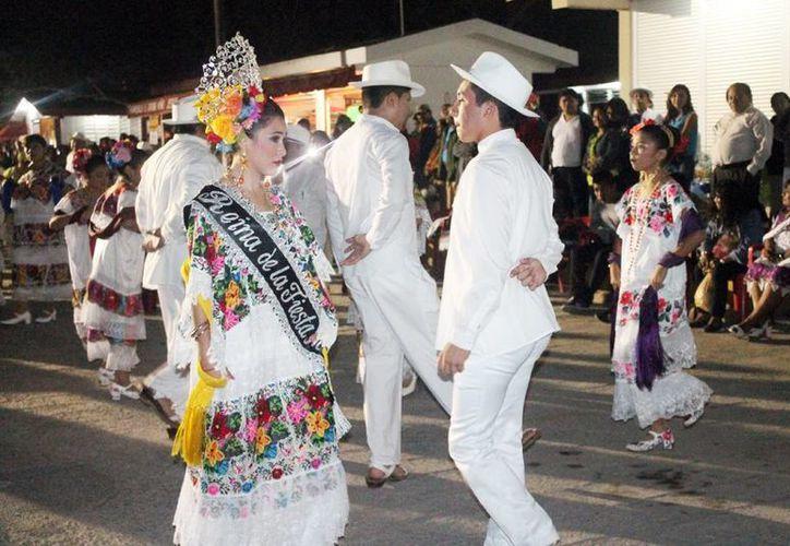 Después de la coronación de Alejandra Chan Ramírez inició la vaquería. (Milenio Novedades)