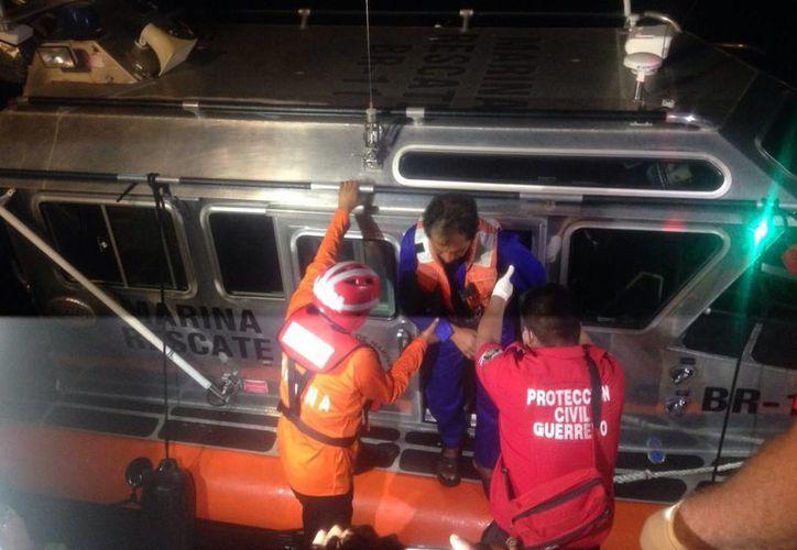 Imagen del rescatan de los chiapanecos que permanecieron 25 días en alta mar. (Foto: Notimex)