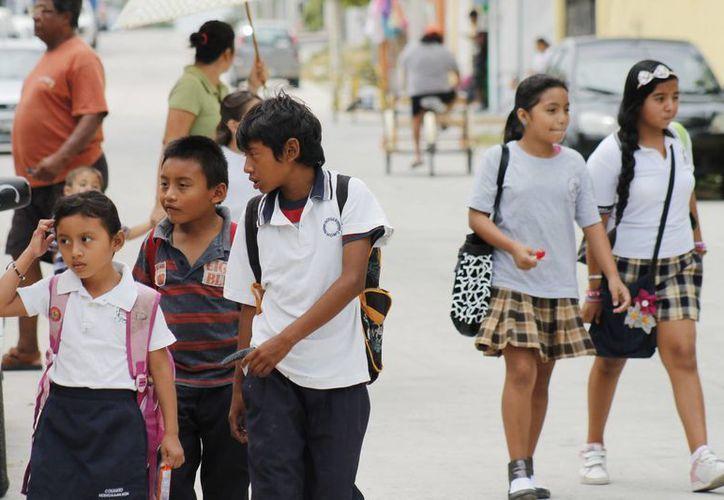 La beca estatal o federal será de 300 pesos en primaria y secundaria, para los estudiantes con promedio arriba de 9.5  será de $400. (Israel Leal/SIPSE)