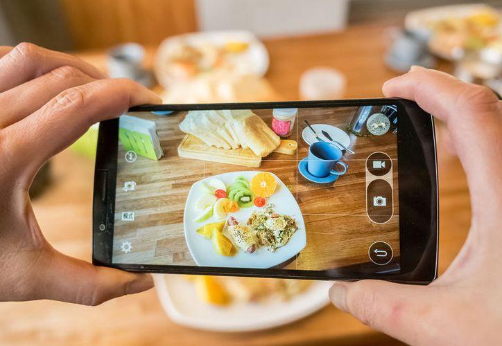 Tomarle fotos a los platos hace que sea menos agradable comerlos. (Foto: E!)
