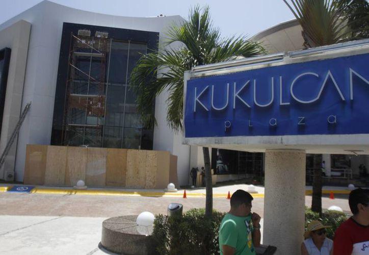 Fibra Shop abre su cartera con ocho plazas comerciales que incluye a Plaza Kukulcán. (Israel Leal/SIPSE)