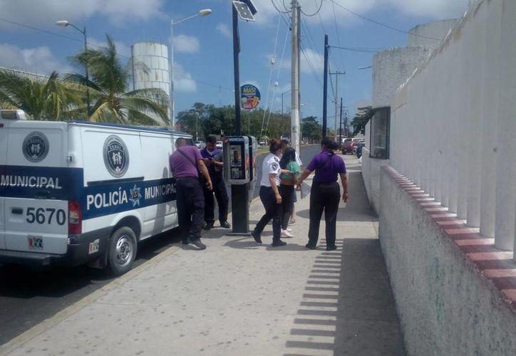 Elementos de la Policía Municipal atendieron el reporte en La Guadalupana, Región 218. (Eric Galindo/SIPSE)