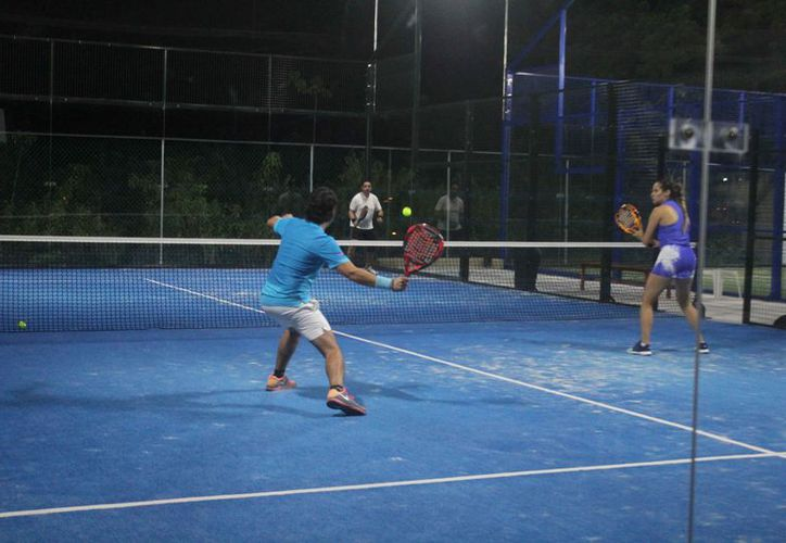 Las acciones de la jornada inaugural del torneo de padel. (Raúl Caballero/SIPSE)
