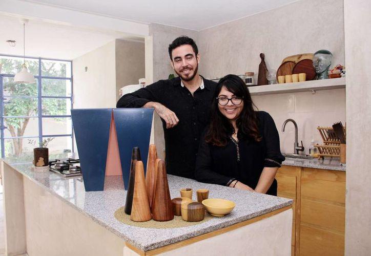 Orlando Valente Franco y Zaida Briceño Ramos forman parte de la firma Fundamental, soluciones de interiorismo para un estilo de vida sencillo y lúdico. (César González/SIPSE)