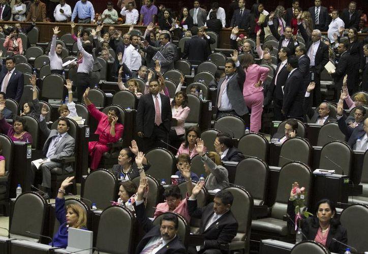 El dictamen fue aprobado por 37 votos a favor, dos en contra y dos abstenciones. (Notimex)