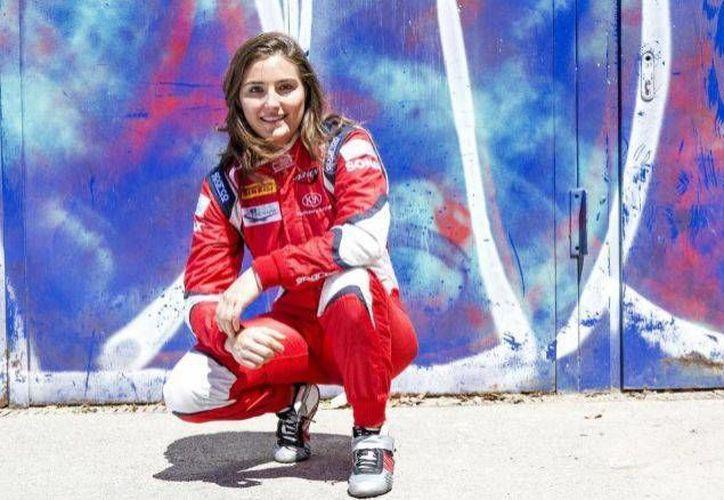 La piloto Tatiana Calderón, de 23 años de edad, compartirá equipo con los pilotos Marcus Ericsson y Pascal Wehrlein. (Foto tomada de El mundo)