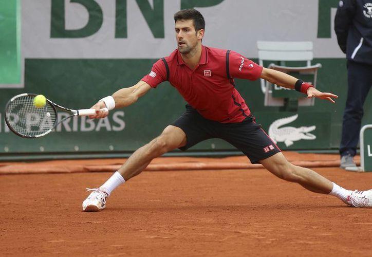 Novak Djokovic clasificó a su sexta semifinal consecutiva en el Roland Garros, por lo que instala un nuevo récord dentro la competición de París.(AP)