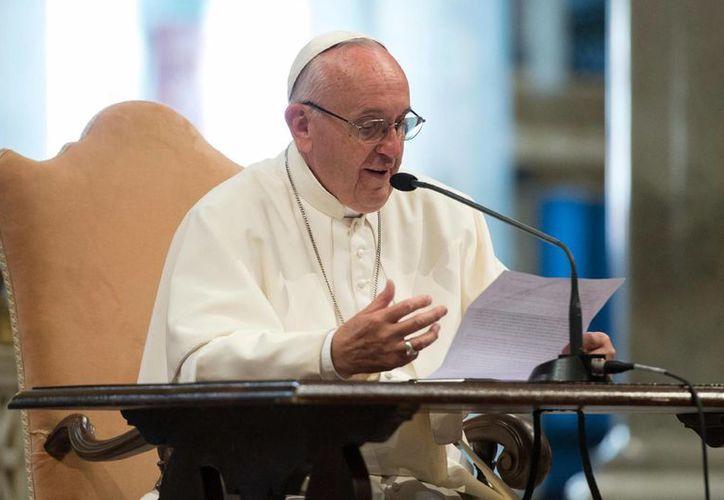 """El Papa Francisco designó al arzobispo Savio Hon Tai-Fai como """"administrador apostólico"""" para Agana. (Agencias)"""