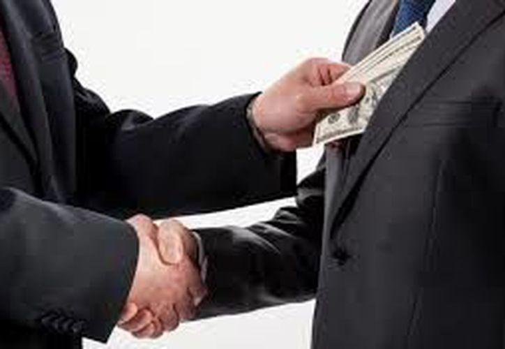 La corrupción representa el 14% del ingreso de los mexicanos. (Contexto/Internet)