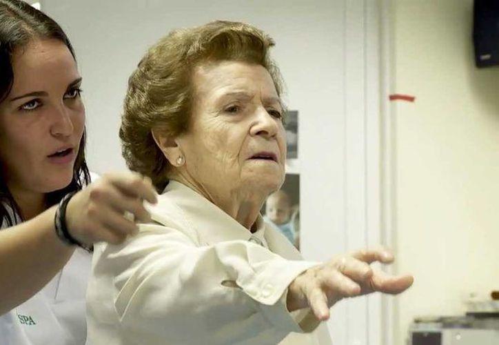 La terapia incluye movimientos personalizados para las necesidades de cada paciente. (Imagen de referencia/ytimg.com)