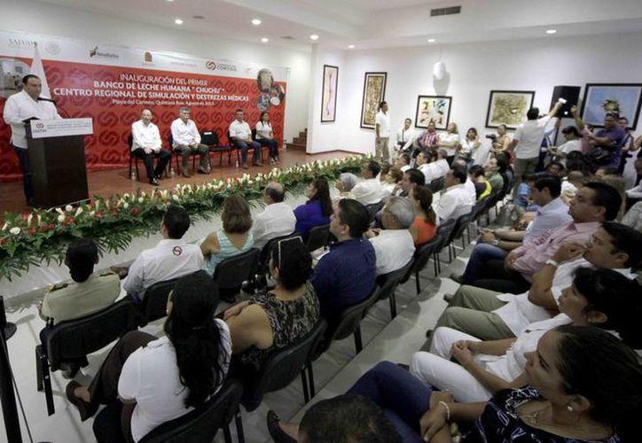 En la ceremonia el gobernador estuvo acompañado del presidente municipal de Solidaridad. (Redacción/SIPSE)