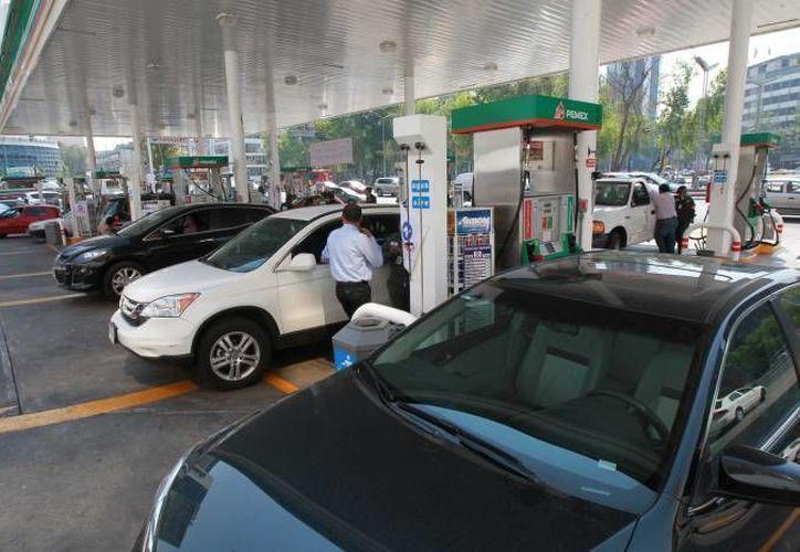 La sugerencia del Imco es mantener los 'gasolinazos'. (Archivo/Notimex)