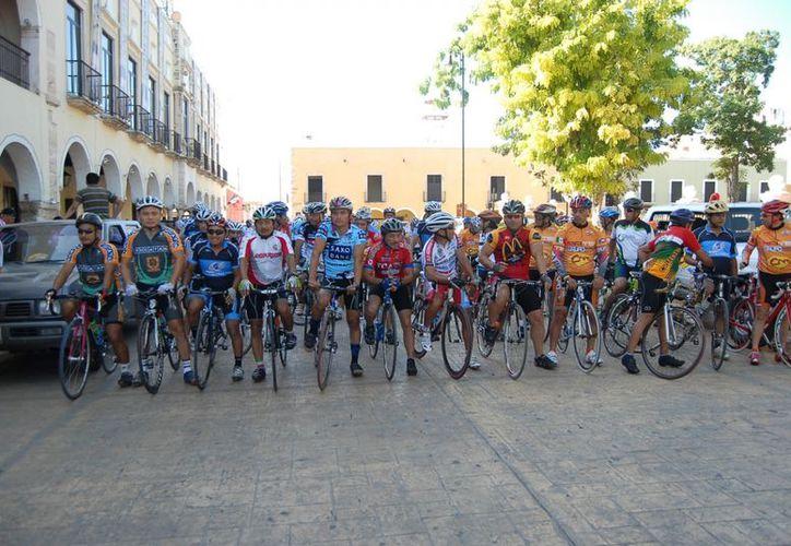 Deportistas del pedal se preparan para carrera en Valladolid (Alberto Aguilar/SIPSE
