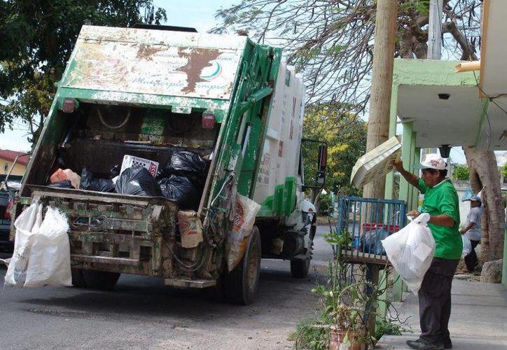 Ya trabajan en la capital 11 de 13 camiones recolectores de basura. (Redacción/SIPSE)