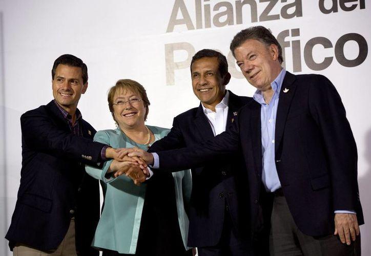 Los presidentes de México, Enrique Peña Nieto; Chile, Michelle Bachelet; Perú, Ollanta Humala y Colombia, Juan Manuel Santos, durante su participación en la cumbre de la Alianza del Pacífico, realizada en Perú. (AP)