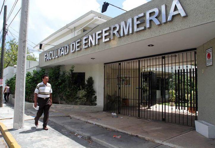 La directora de la Facultad de Enfermería de la Uady, Silvia Salas Ortegón, aseguró que el plantel ofrece desde hace siete años, la Licenciatura en Trabajo Social. (Milenio Novedades)