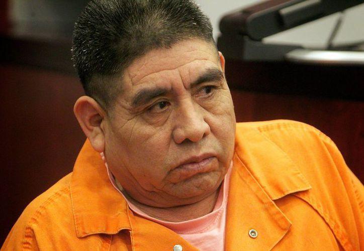 Benito Vázquez Hernández fue apresado para que no escapara sin testificar contra su propio hijo. (AP)