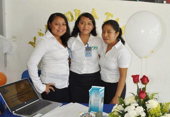 Tres estudiantes de la UT campus Riviera Maya desarrollan una multiplataforma para aprender maya. (Luis Ballesteros/SIPS)