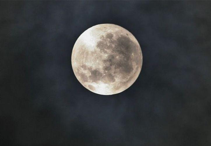 Creen que los hallazgos resaltan la importancia de la atención constante al conducir y la luna podría ser una distracción. (Excelsior)