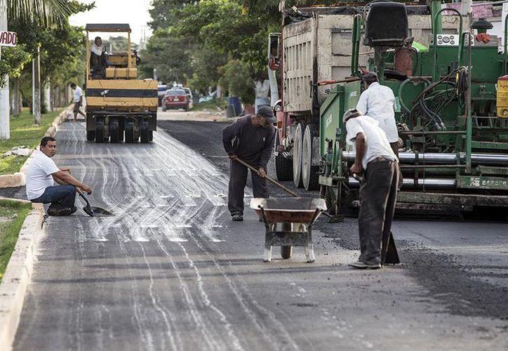 En la primera fase contemplan pavimentar tres mil 381 metros cuadrados de calles y avenidas. (SIPSE)