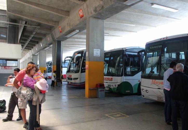 Estudiantes y maestros cuentan con descuentos del transporte foráneo del 22 de diciembre de 2015 al 6 de enero de 2016. Solo requieren presentar cierta documentación. (SIPSE)