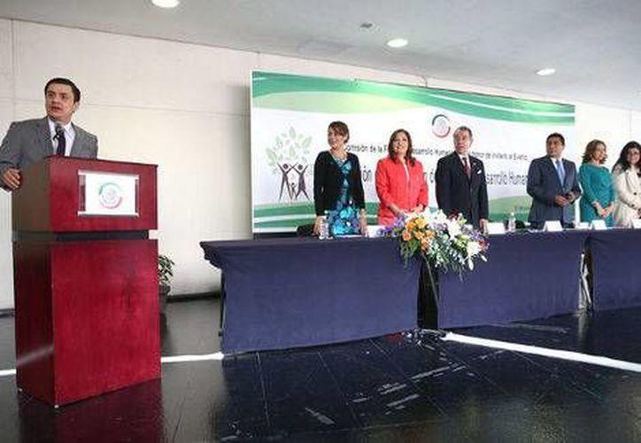El 12 de junio de 2014 el presidente José María Martínez Martínez declaró formalmente instalada la Comisión de la familia y el Desarrollo Humano en el Senado. (Cortesía)
