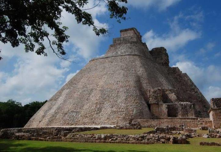 En los alrededores de la milenaria zona arqueológica de Uxmal han habido reportes de avistamientos de OVNIS. (Archivo/SIPSE)