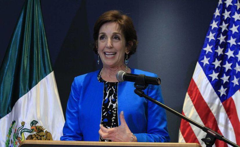 La embajadora de EU en México, Roberta Jacobson, recordó que hay mucha gente en los estados fronterizos de la Unión Americana que sabe que no es bueno construir más obstáculos para el comercio. (Archivo/Notimex)