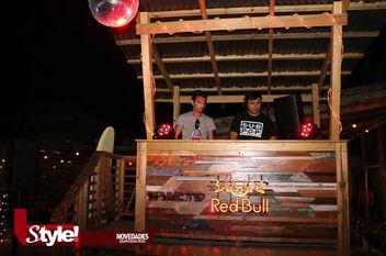 Música y diversión nocturna en Selina Cancún