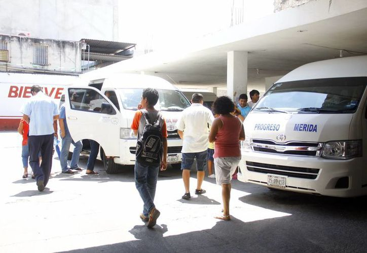 En el Palacio Municipal de Progreso se aplicarán pruebas anti doping este jueves y viernes a guiadores del transporte urbano. (Gerardo Keb/SIPSE)