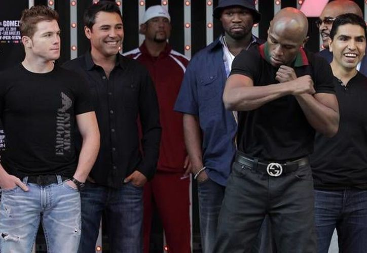 'Canelo' Alvarez (i) y Mayweather (extrema derecha) sacarán 'chispas' con sus puños el 14 de septiembre. (mediotiempo.com)