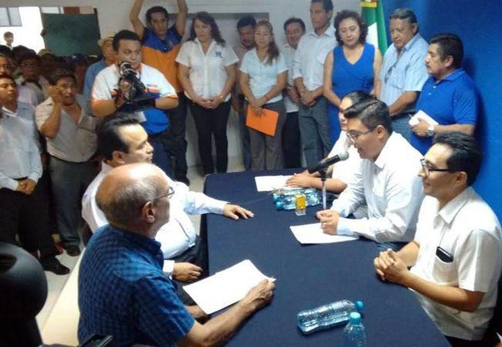 El exsenador Alfredo Rodríguez y Pacheco (izq), se inscribió para contender por la presidencia estatal del PAN. (Milenio Novedades)