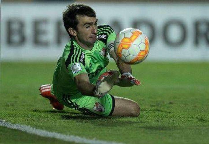 Marcelo Barovero habría decidido abandonar a River Plate para llegar a Veracruz.(AP)