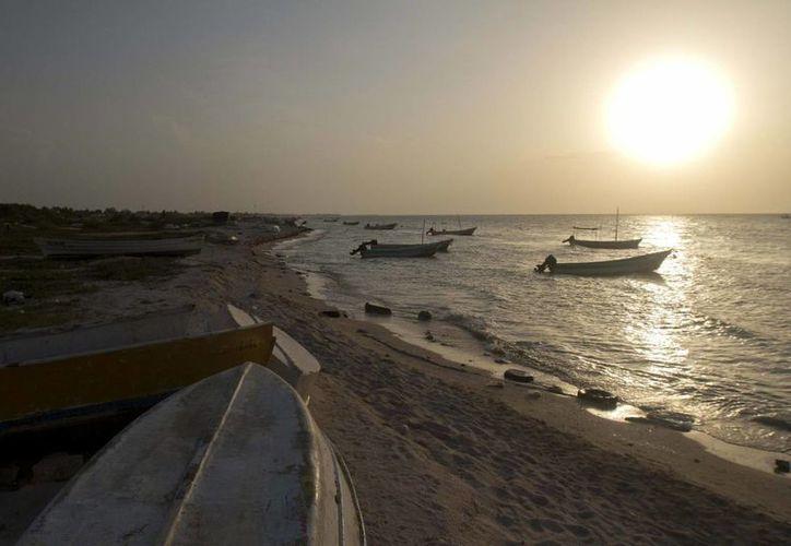 El fenómeno de El Niño cambia el clima en todo el mundo. Cunado suaviza la temporada de huracanes en el Atlántico, en el Pacífico los incrementa. Imagen de contexto de un ocaso en las costas de Yucatán. (Archivo/Notimex)