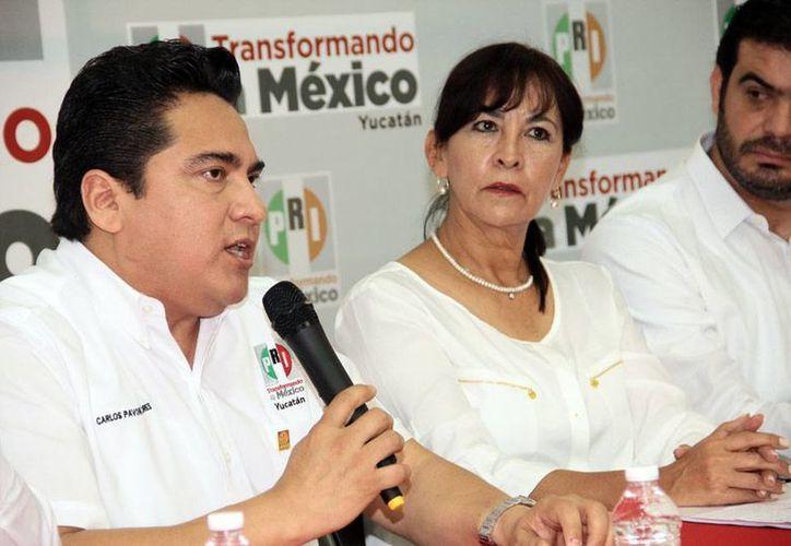 El presidente estatal del PRI, Carlos Pavón Flores (al micrófono), dijo que candidato que no apruebe los exámenes de control de confianza, perderá la candidatura. (Milenio Novedades)