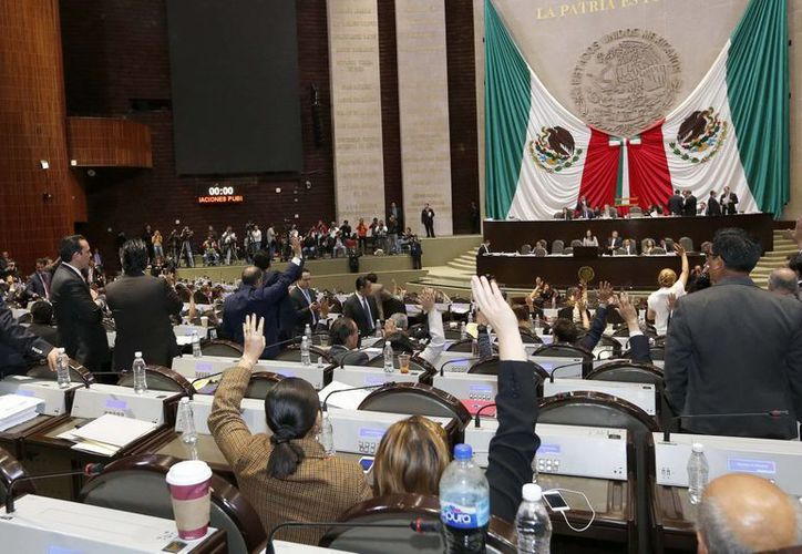 La nueva ley aprobada en la Cámara de Diputados  establece que a partir de 2018, los precios de la gasolina serán fijados a través de los precios del mercado y no por decisión de Pemex. (Notimex)