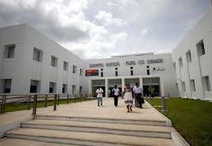 El joven apuñalado fue trasladado al Hospital General de Playa del Carmen. (Redacción/SIPSE)