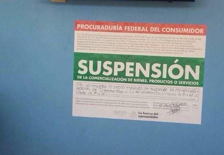 La dependencia colocó sellos de suspensión en la tienda de fotografía y video. (Victoria González/SIPSE)