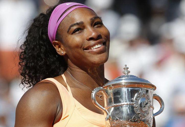 Serena Williams (foto) venció a Lucie Safarova  por 6-3, 6-7 (2-7) y 6-2 y así consiguió un título más del Abierto de Francia Roland Garros. La tenista tiene ya 20 torneos de Grand Slam, y está cerca de la marca de Stefi Graff. (AP)