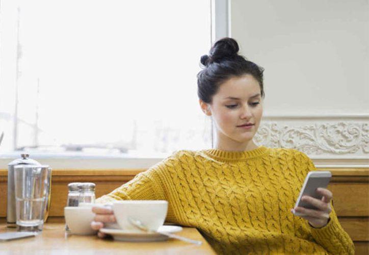 Científicos detectaron que componentes del café disminuyen el cáncer de mamá y el tamaño de los senos. (Foto: Telemundo)