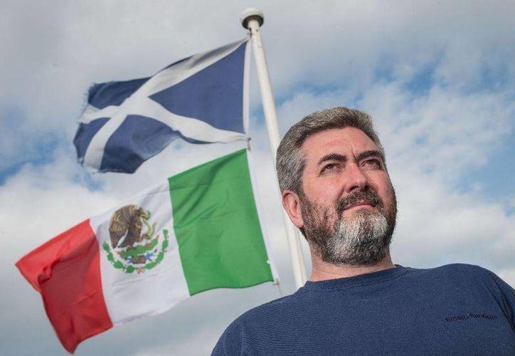 David Milne dijo que colocó la bandera mexicana para mostrar apoyo y solidaridad a la gente mexicana. (AFP)