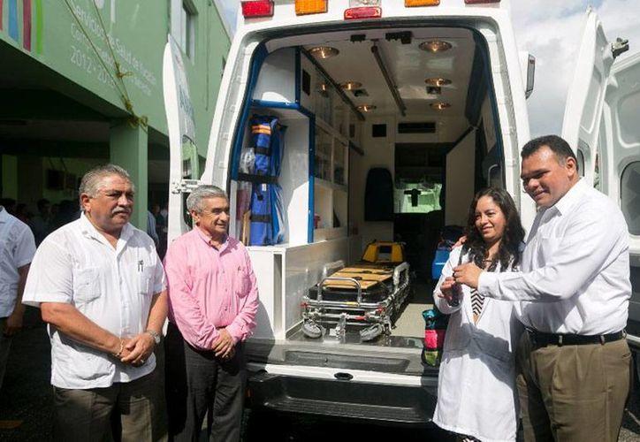 El Gobierno del Estado entregó vehículos para traslado médico. En ese contexto, se anunció una nueva campaña masiva de descacharrización en el Estado. (yucatan.gob.mx)
