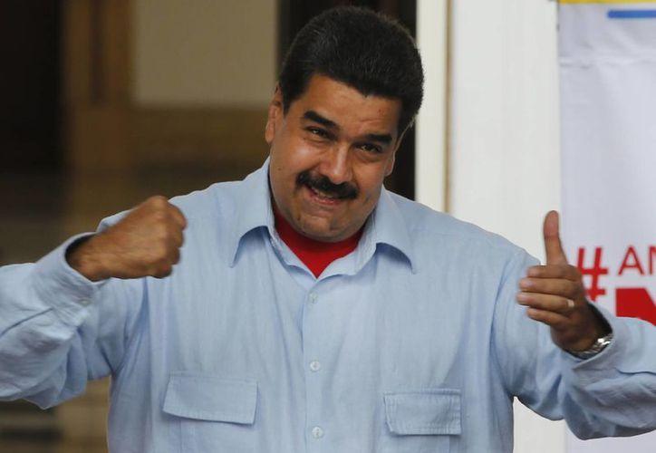 El presidente de Venezuela, Nicolás Maduro, durante un acto en el palacio presidencial Miraflores en Caracas, Venezuela, en donde criticó fuertemente al jefe de gobierno español Mariano Rajoy. (Foto AP/Ariana Cubillos)