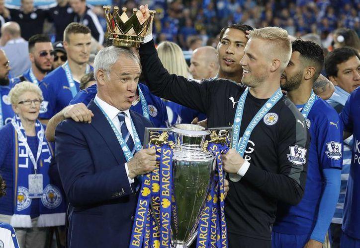 Claudio Ranieri, quien llevó al Leicester a obtener el título de la Liga Premier, fue despedido, pues el equipo ahora enfrenta serios problemas de descenso. (Foto de archivo de AP)