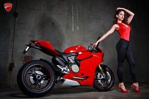 Sexy y original promocional de Ducati