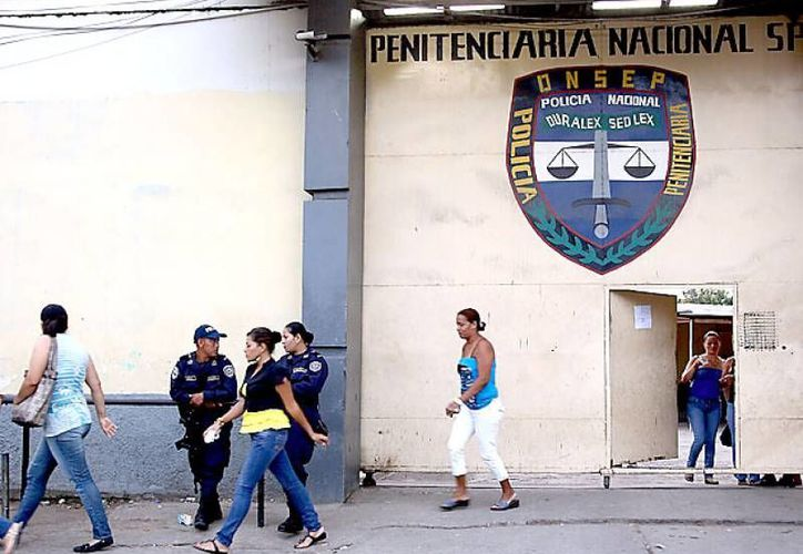 Tras el amotinamiento, las autoridades penitenciaras decomisaron armas de grueso calibre y droga. (elheraldo.hn)
