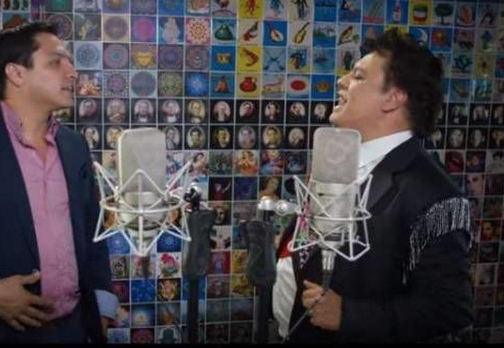 Julión Álvarez y Juan Gabriel tuvieron un exitoso 2015 ya que no solamente fueron los mayores vendedores de música en México, sino que colaboraron para el tema 'La Frontera' el cual lleva más de 10 millones de visitas en Youtube. (Captura de pantalla del video: Juan Gabriel - La Frontera ft. Julión Álvarez, J Balvin)